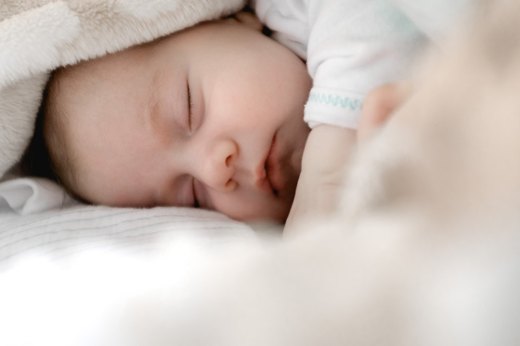 Best Lens for Newborn Photography 2019 [Canon | Nikon I